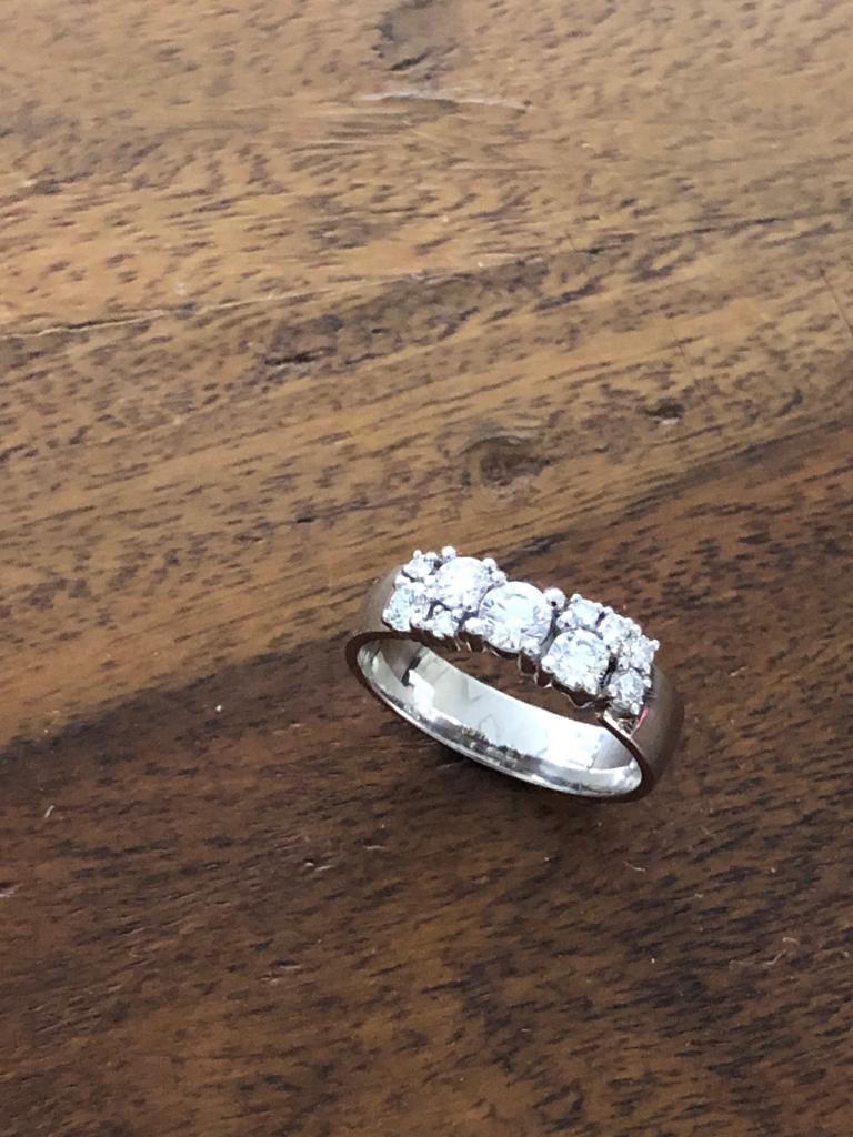 Illusioni sormus tehtiin asiakkaan vanhoista koruista ja timanteista sekä lisättiin muutama kierrätystimantti.
